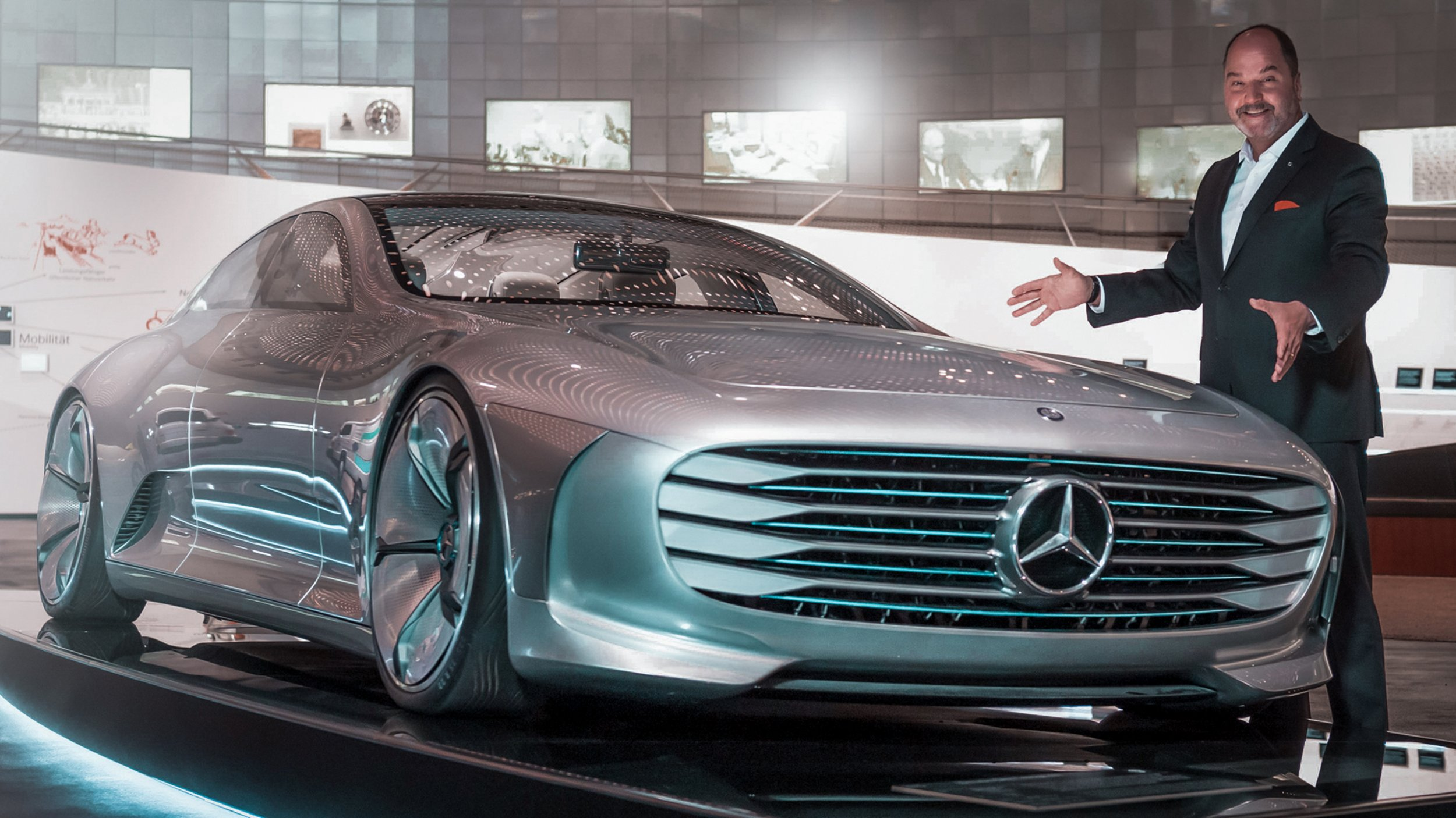https://cdn1-cloud.mb-lounge.com/files/HQ-Events/Classic/Museum/01-mercedes-benz-museum-special-guided-tours-future-of-mobility-v2-2560x1440.jpg