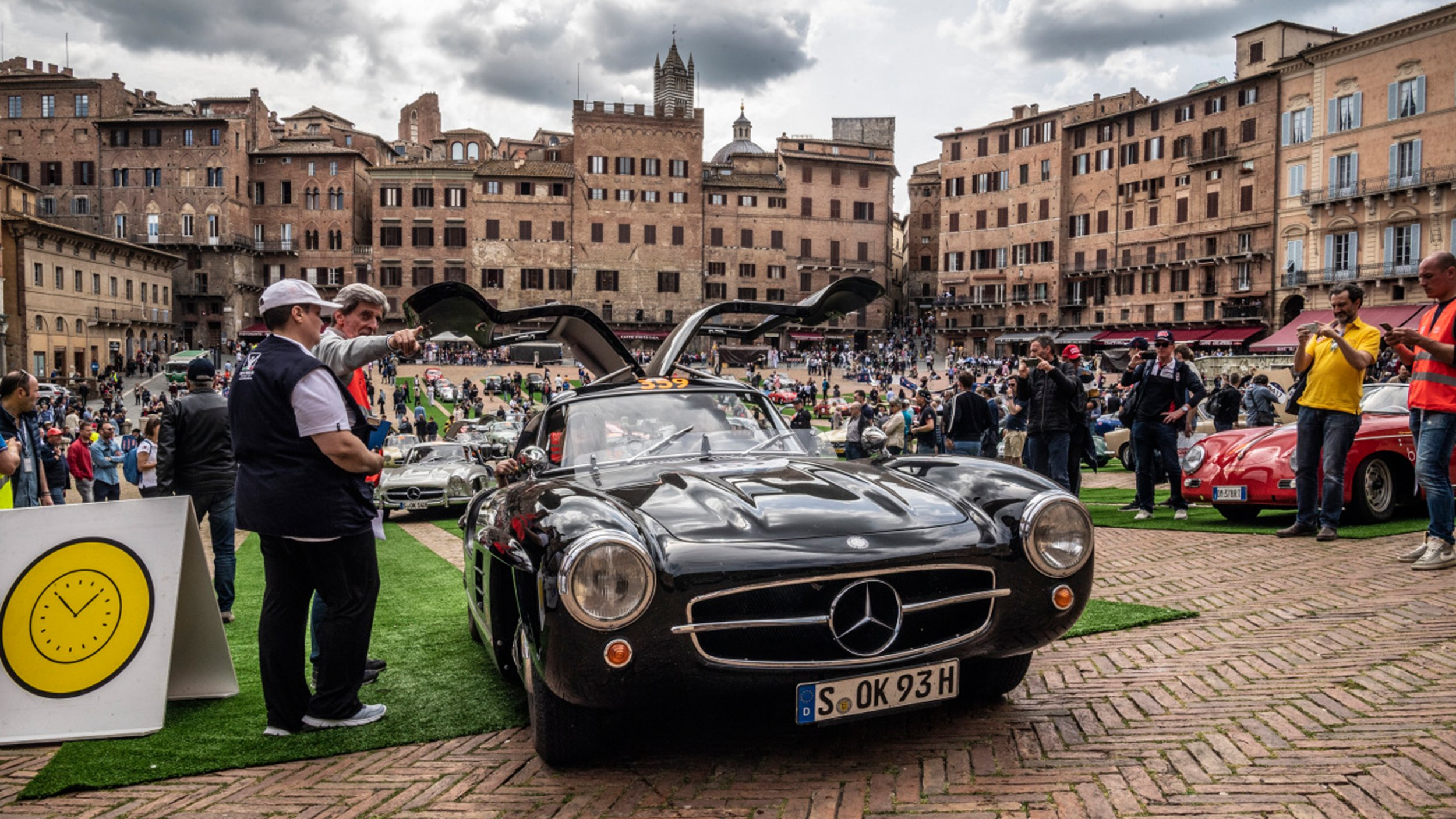 https://cdn1-cloud.mb-lounge.com/files/HQ-Events/Classic/Oldtimer%20Events/event-calendar-mille-miglia-2560x1440.jpg